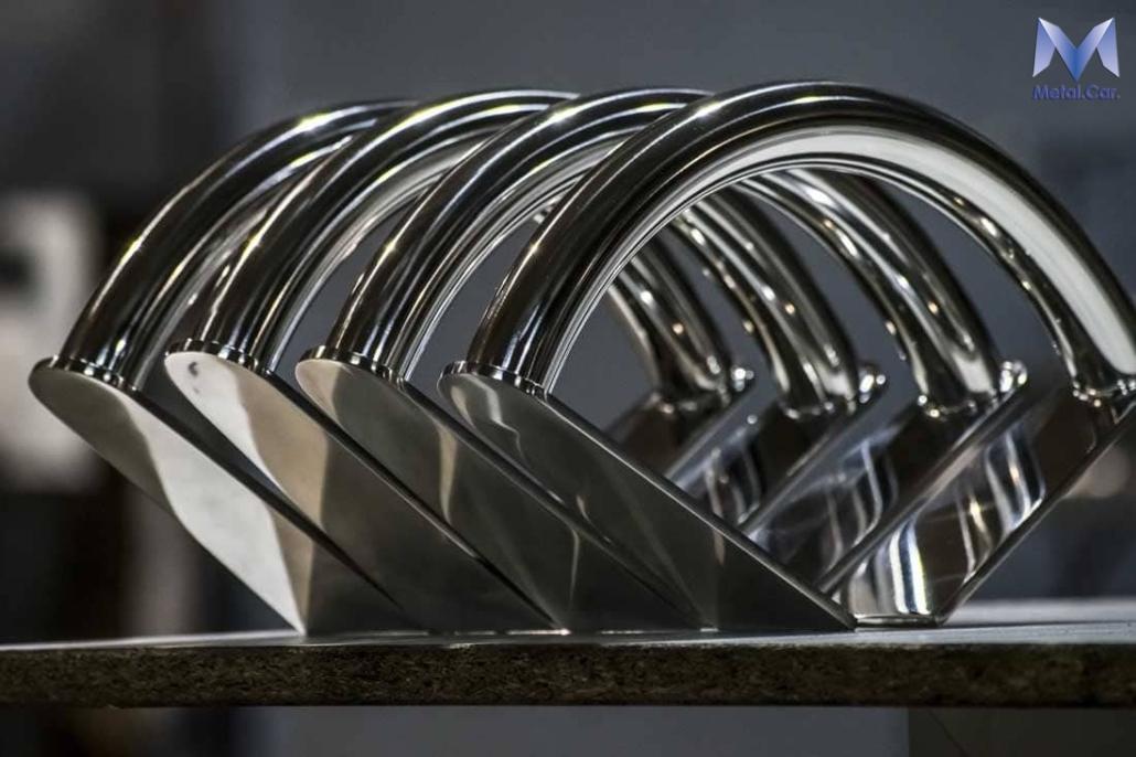 Poggiapiedi per sedia in acciaio lucidato