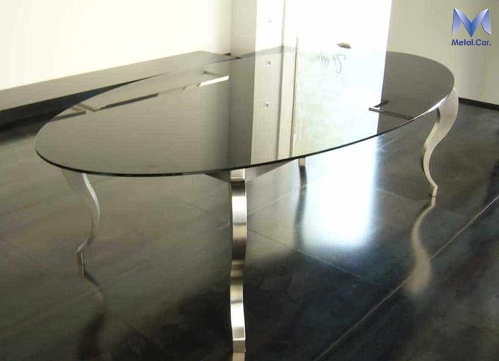 tavolo ovale in metallo su misura